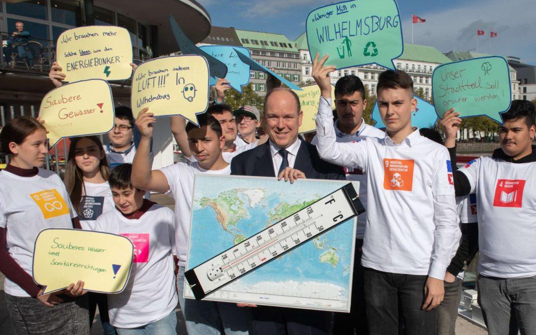 """""""Sprung über die Elbe"""" zur Eröffnung des Bildungsprogramms durch Fürst Albert II"""