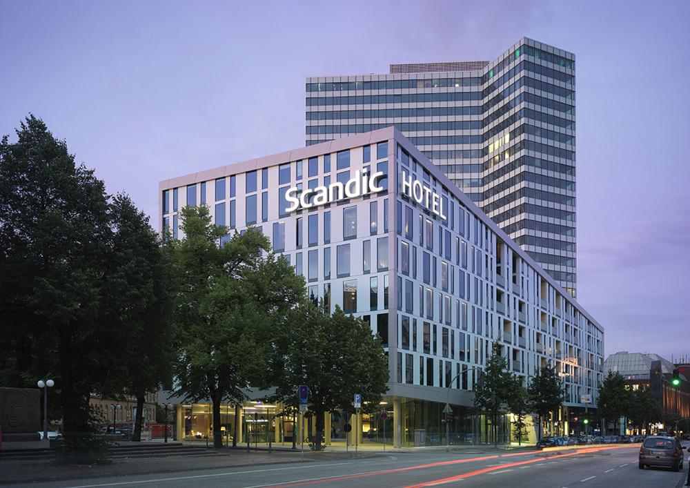 Scandic Hamburg Emporio, main entrance 1 (DS) web